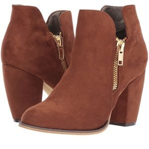 Chunky heel faux suede ankle bootie zip details